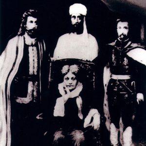 Е. Блаватская в окружении Великих Гималайских Махатм (крайний справа —Сен-Жермен). Картина П. Когана, стилизованная под фотографию.