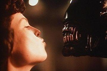 Alien kiss