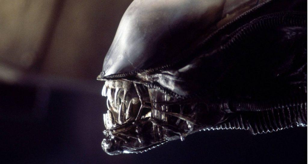 Тонкие полупрозрачные щёки Чужого сделаны из… презервативов. Да, в этом фильме даже бутафория намекала на секс.