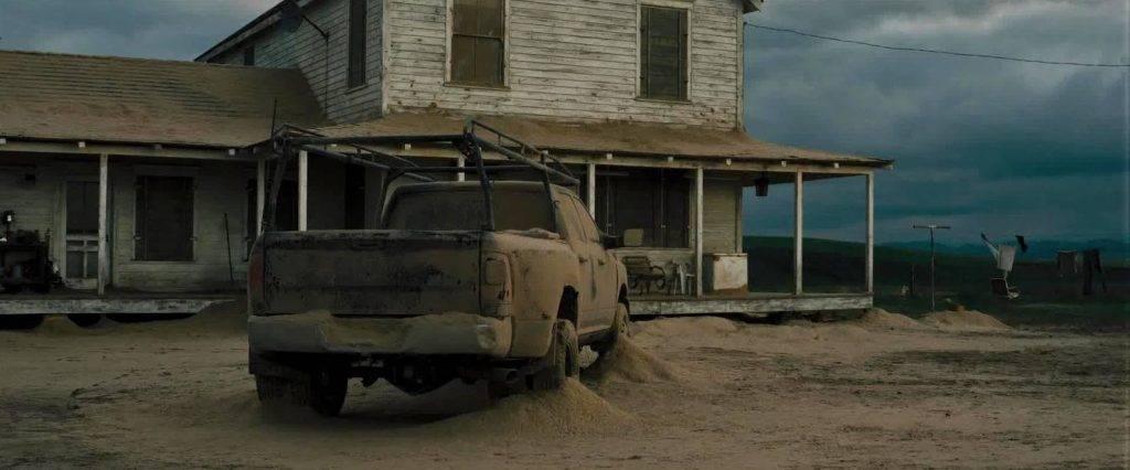 Показанная в фильме ситуация с пыльными бурями для США не в новинку. В тридцатые в прериях США и Канады разразилась серия катастрофических пыльных бурь. Регион, ставший их центром — западная часть Канзаса, южного Колорадо, Техаса, Оклахомы и Нью-Мексико, — прозвали «Пылевым котлом» (Dust bowl)