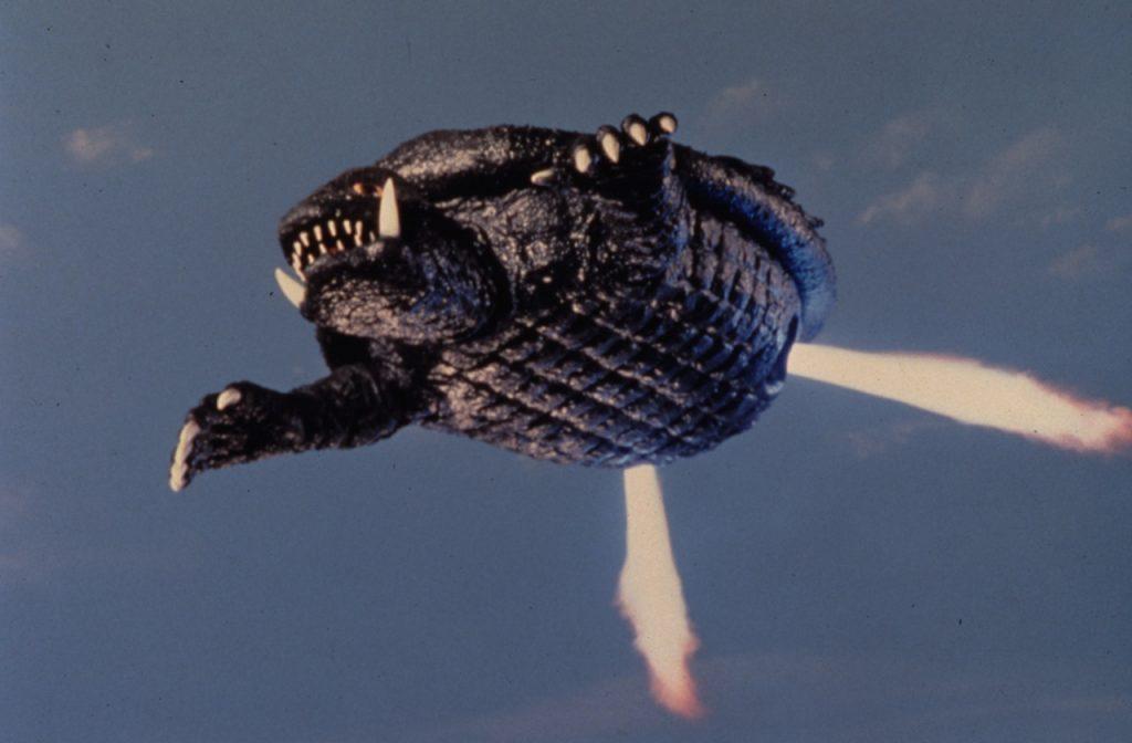 Огромная черепаха Гамера выглядит не так впечатляюще, как Годзилла, зато умеет летать на реактивной тяге