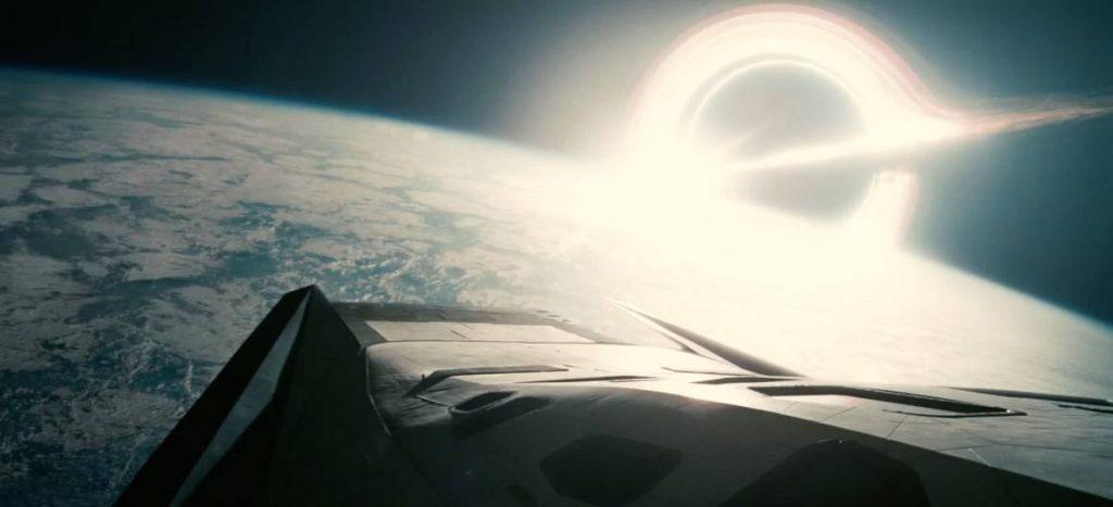 На планету Миллер должны регулярно падать огромные метеориты. Гаргантюа не всегда сможет поглощать космический мусор, чаще он будет попадать на орбиту и вращаться там. Если траектория астероида изменится под воздействием другого небесного тела, возможны столкновения