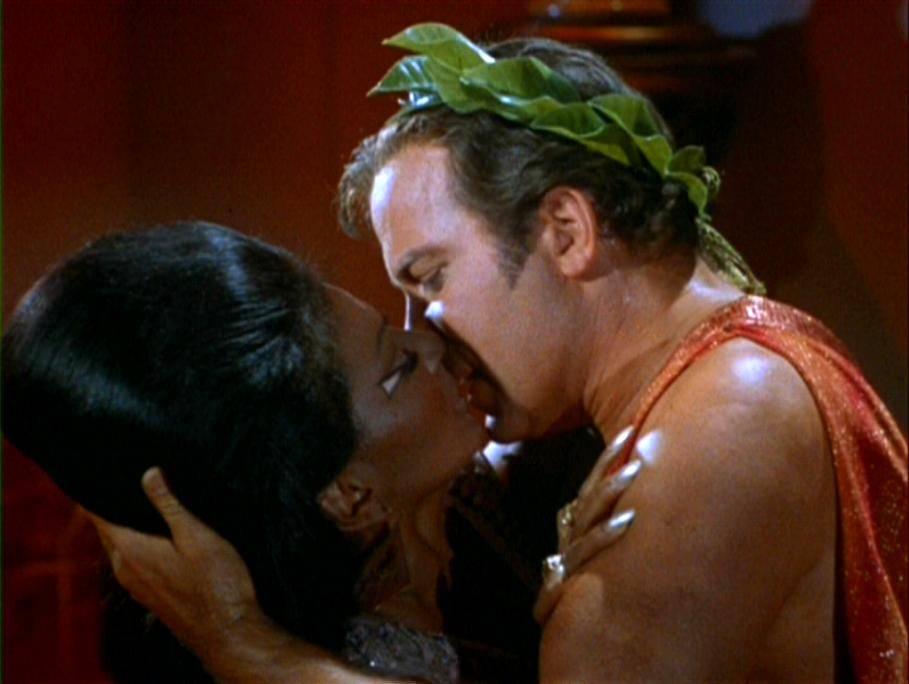 Первый межрасовый поцелуй на американском телевидении. Кого это волнует в России начала XXI века?