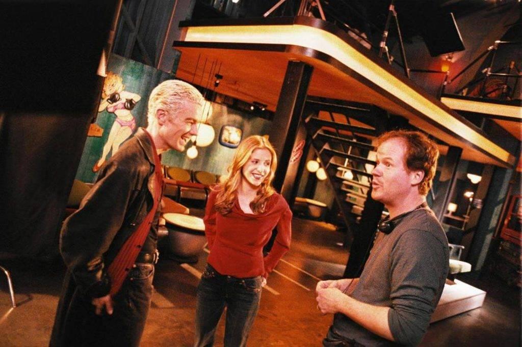Во времена «Баффи» Уидон был ещё неопытным режиссёром, поэтому редко ставил эпизоды сам.