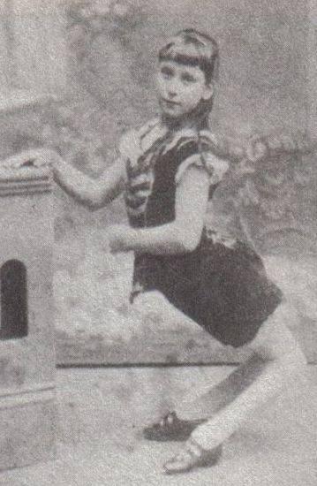 Элла Харпер (1873-?) бесследно исчезла из фрикшоу в 1886 году. Фотография ориентировочно 1884 года.