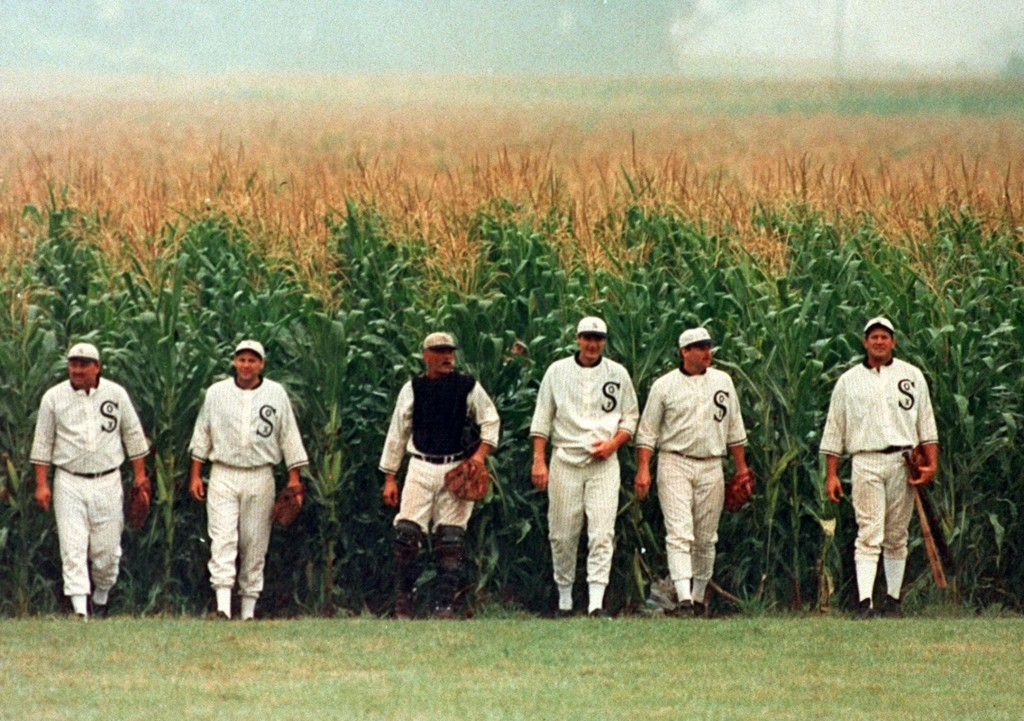 Пожалуй, нужно быть с детства погружённым в бейсбольную культуру, чтобы любить этот сентиментальный и наивный фильм так, как любят его американцы.