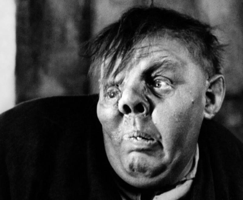 Чарльз Лафтон в фильме «Горбун из Нотр- Дама» (1939). Блестящий грим делал лучший специалист Голливуда 1930-х Перк Уэстмор.