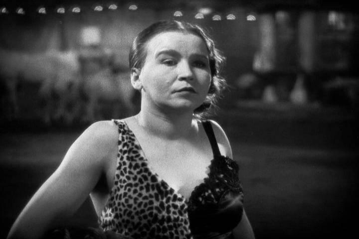 Джозефина Джозеф — таинственный фрик (скорее всего, мужчина), известный в 1920-е годы (кадр из фильма «Уроды»).