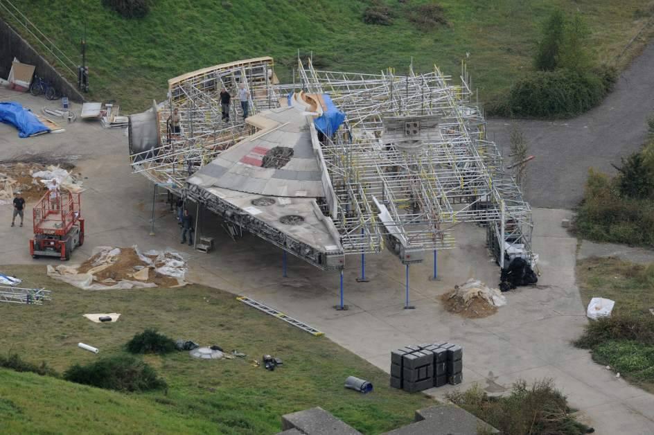 От дронов никуда не скрыться: фанаты засняли на съёмочной площадке «Тысячелетний сокол».