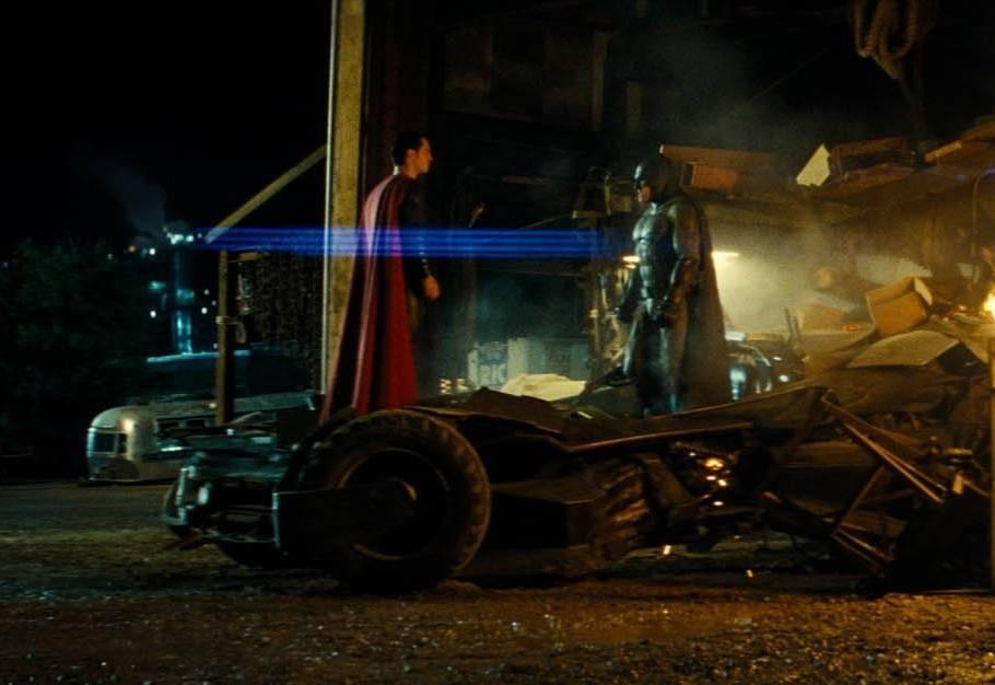 Новый кадр из фильма «Бэтмен против Супермена». © Warner Bros.