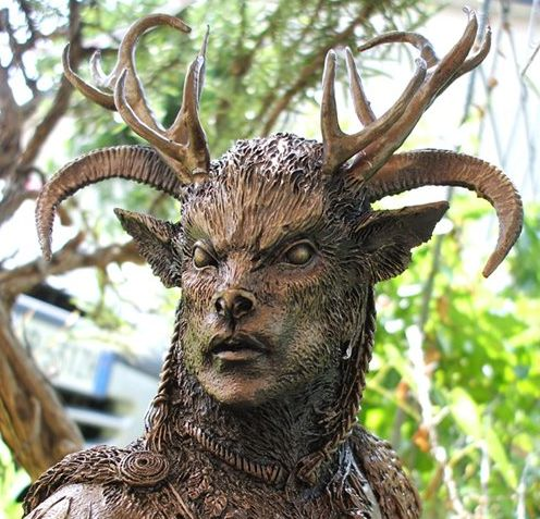 Приверженцы неоязыческого учения Викка связывают Самайн с загадочным рогатым «хозяином леса» — Кернунном.