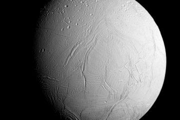 Пролёт «Кассини» над Энцеладом