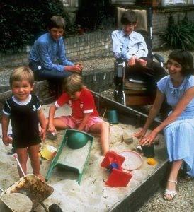 Стивен Хокинг с семьёй