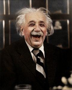 Эйнштейн смеётся