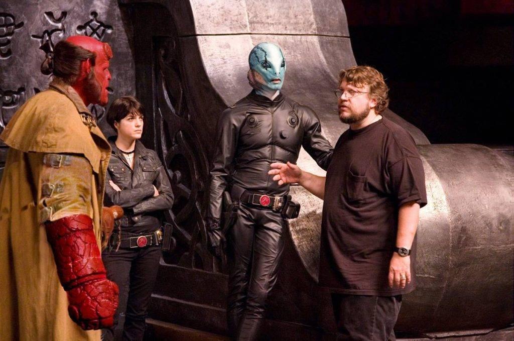 Дель Торо уберёг Хеллбоя от бредовых идей продюсеров, которые хотели сделать героя кем-то вроде Халка — человеком, который иногда становится демоном.
