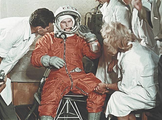 Валентина Терешкова в «дамском» скафандре СК-2 .