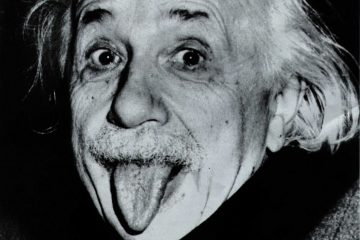 Альберт Эйнштейн показывает язык (1951)
