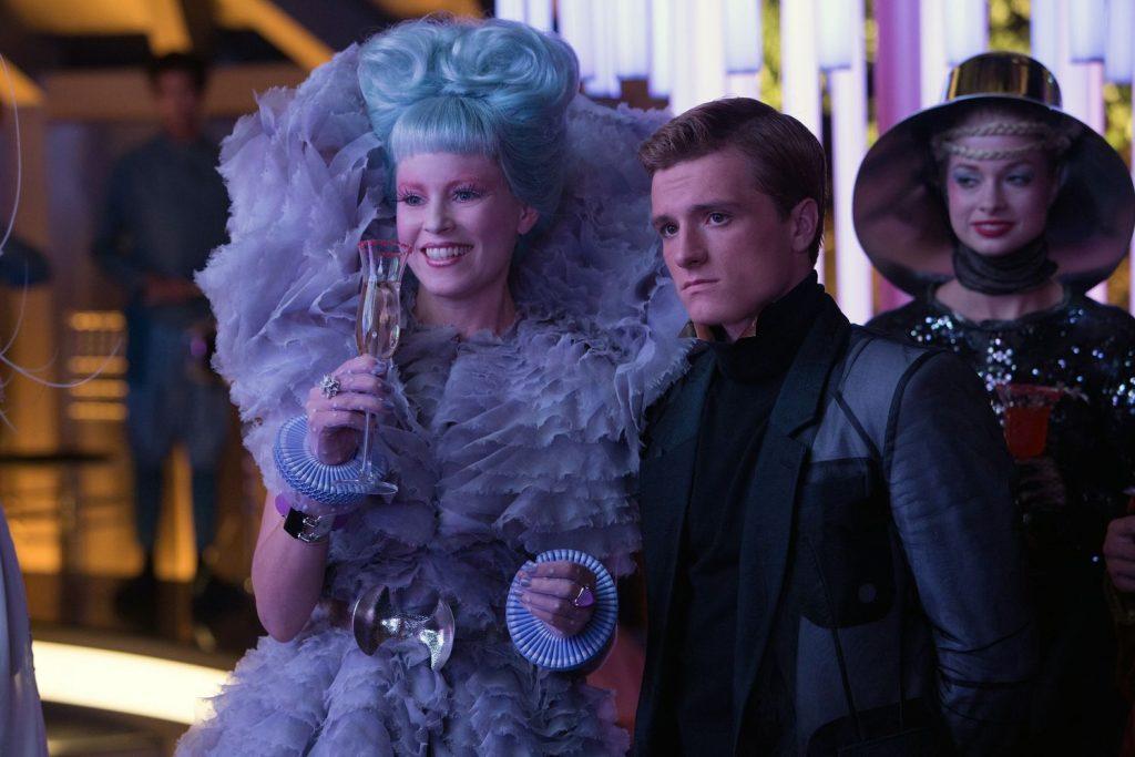 Даже до клинически глупой модницы Эффи (слева) к концу фильма начнёт доходить, что в Панеме что-то неладно.