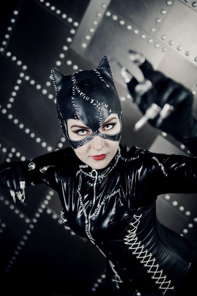 комиксы про женщину кошку и бэтмена