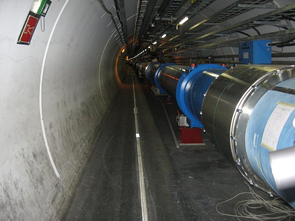 Ускорители частиц могут стать источником антивещества для звездолётов, а также множества слухов о грядущем конце света. (Alpinethread / Flickr. CC BY-SA 2.0)