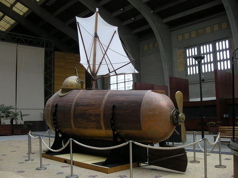 Название «Наутилус» носил прототип подводной лодки, которую ещё в 1800 году сделал для Наполеона американец Роберт Фултон.