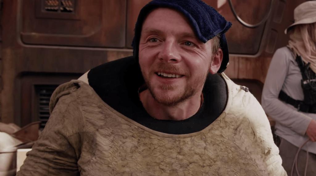 Пегг, давний фанат «Звёздных войн», не мог не сыграть хотя бы камео. Хотя узнать его будет непросто.