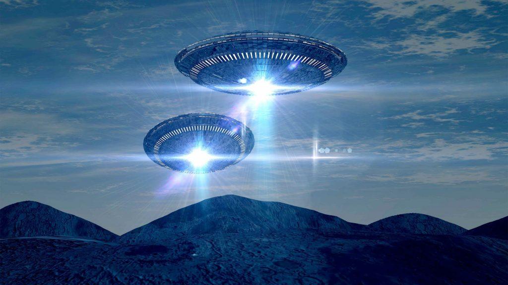 Если Землю посещают пришельцы, возникает вопрос, как они к нам попадают. «Летающие блюдца» систематически наблюдаются уфологами на небольшой высоте, но ни разу не были замечены военными радиолокационными станциями на орбите.