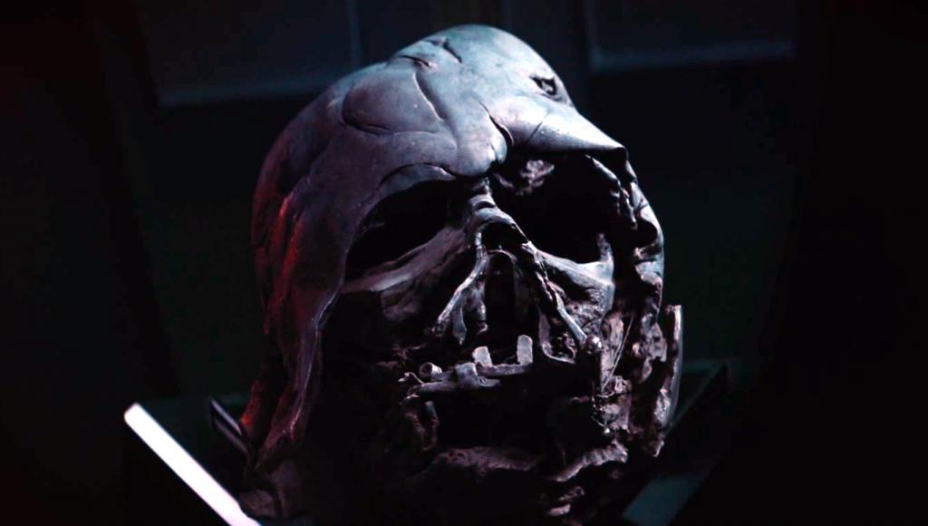 Кайло Рен хранит маску Вейдера. Как она к нему попала?