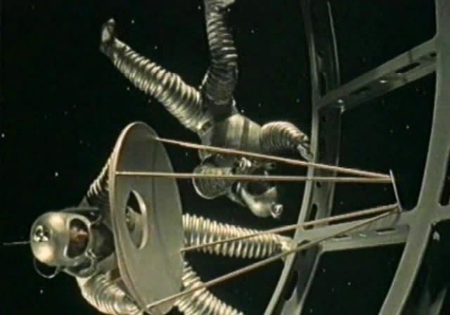 В «Дороге к звёздам» покорение космоса предсказано почти точно. Клушанцев, правда, отправил в первый полёт троих и сразу выпустил в открытый космос.