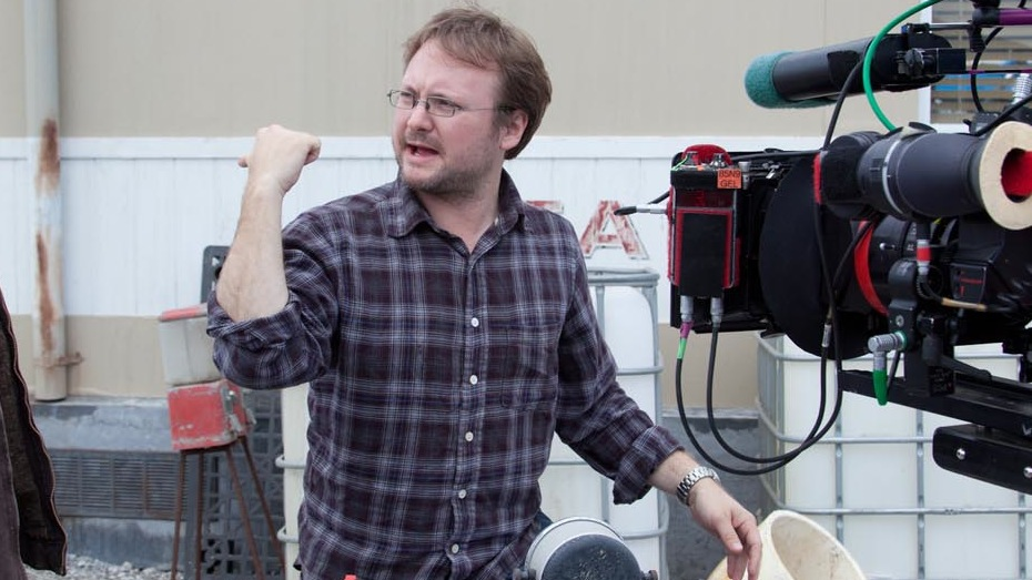 Joseph Gordon Levit and Director Rian Johnson on the set of TriStar Pictures' LOOPER.