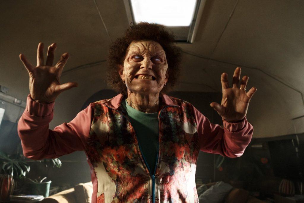 «Мертвяки» (deadite) отличаются от зомби тем, что хрипят не «Мозги-и-и!», а «Сдавайся, Эш!»