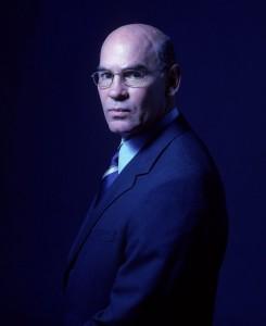 Суровый, но добрый заместитель директора ФБР Уолтер Скиннер. Между прочим, в прошлом - морпех