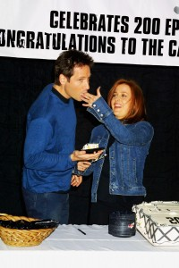 Дэвид Духовны и Джиллиан Андерсон отмечают выход двухсотого эпизода «Секретных материалов»