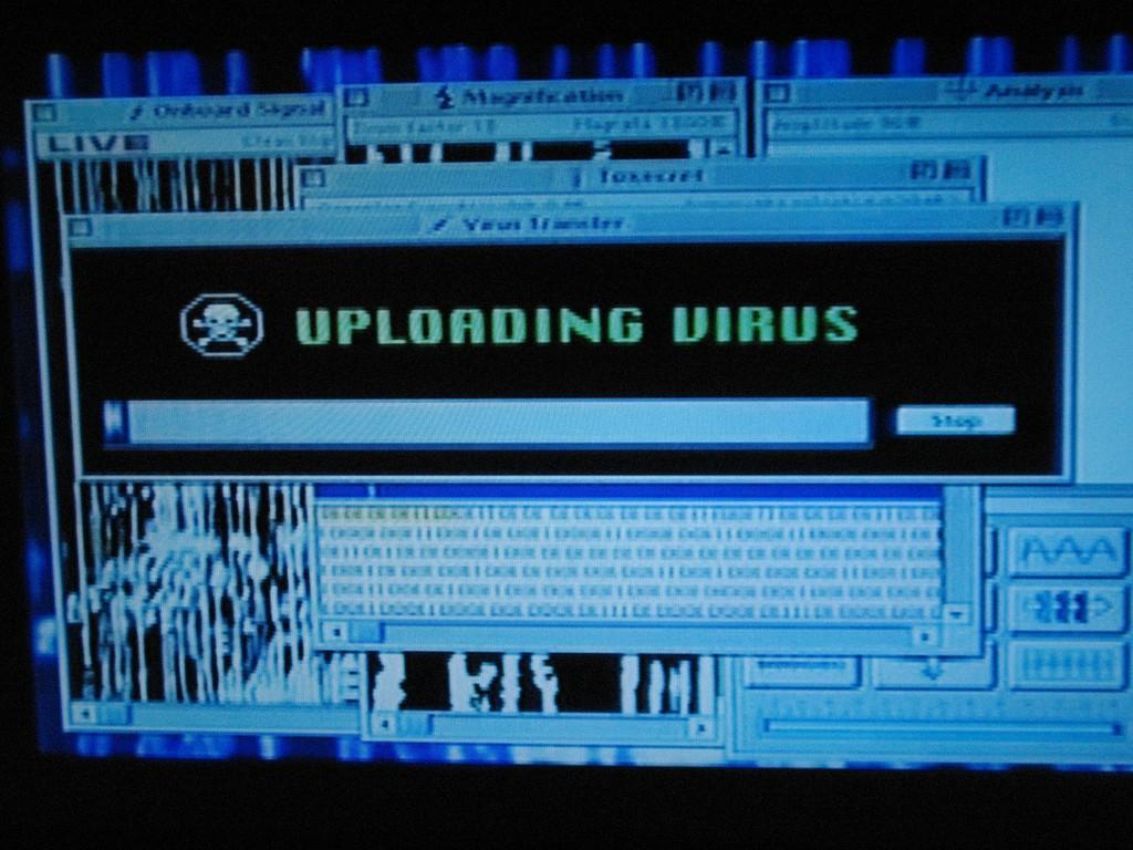 Всё срабатывает, потому что пришельцы пользуются компьютерами XX века.