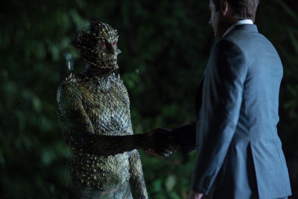 В новом сезоне Малдер и Скалли сражаются с необычными для себя врагами – нормальными людьми-преступниками. А монстрам жмут руки.