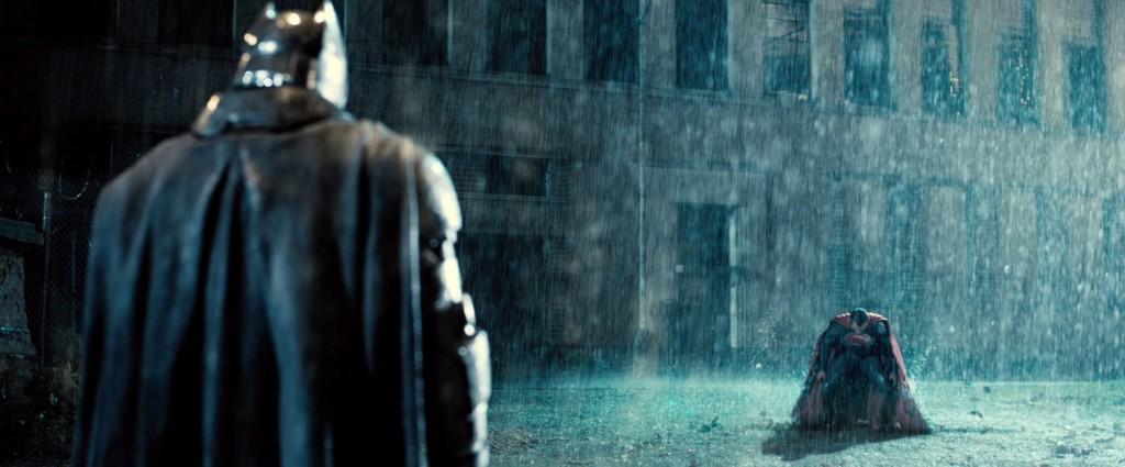 В фильме Бэтменом движет жажда мести.