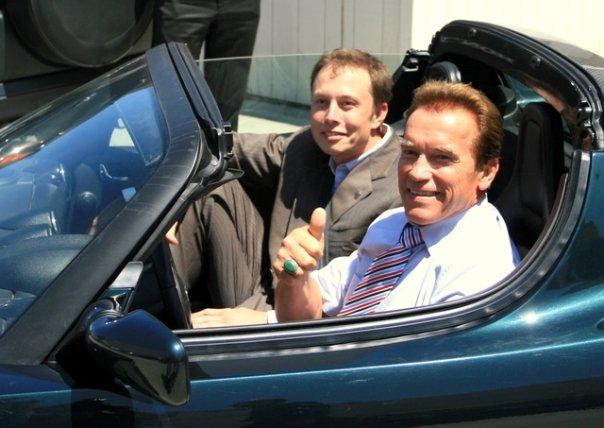 Среди первых пассажиров Tesla Roadster был тогдашний губернатор Калифорнии.
