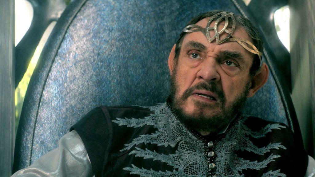 Алланон, ты не стареешь и владеешь магией... да кто из нас эльф, в конце концов?!
