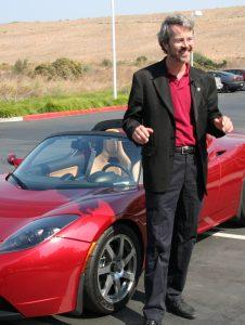 Основатель Tesla Мартин Эберхард тяжело перенёс уход с поста управляющего и развернул в СМИ кампанию против Маска. Их отношения так и остались напряжёнными, хотя Эберхард позже признал, что без Маска Tesla, разорилась бы ещё в самом начале (Nicki Dugan / Flickr)