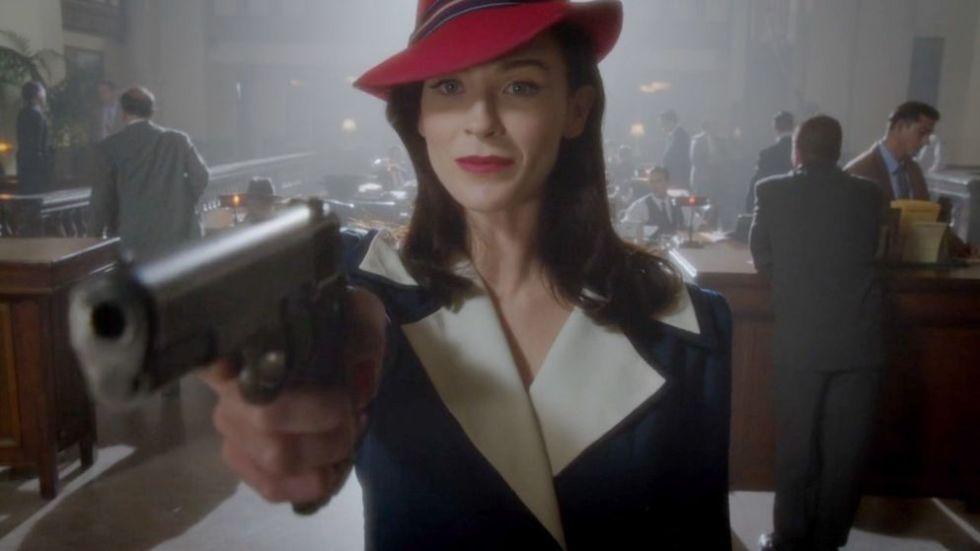 Дотти Андервуд не уступает Пегги, и даже её фирменную одежду носит не хуже.