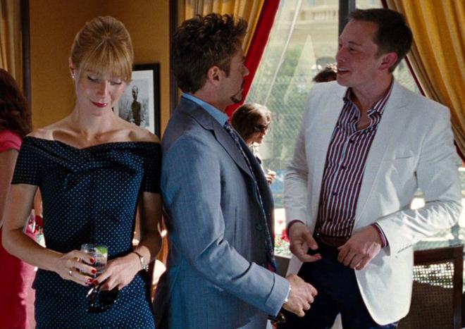 Роберт Дауни-младший признал, что Тони Старк в его исполнении частично списан с Маска, и уговорил Илона на камео во «Железном человеке 2».