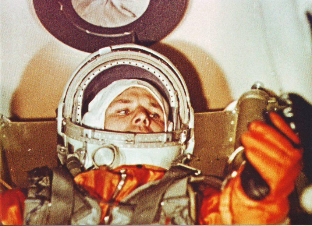 Юрий Гагарин в космическом корабле перед стартом