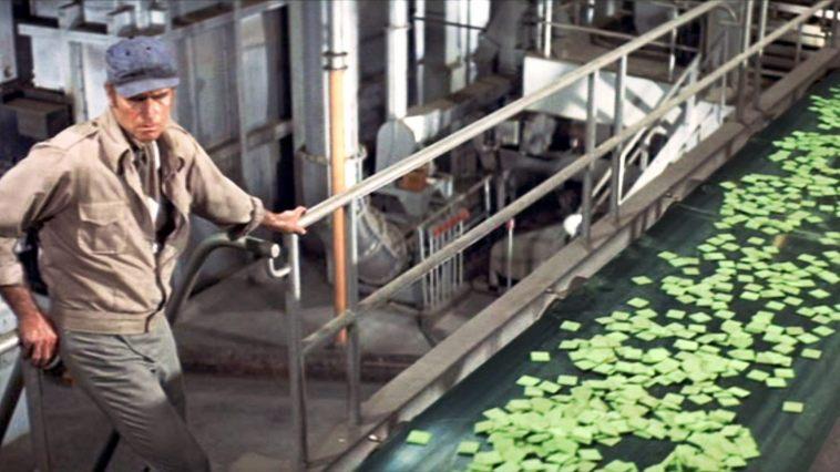 «Зелёный сойлент», классика голливудской антиутопии. По иронии судьбы, большинство помнит из этого фильма именно ту идею, которой не было в книге.