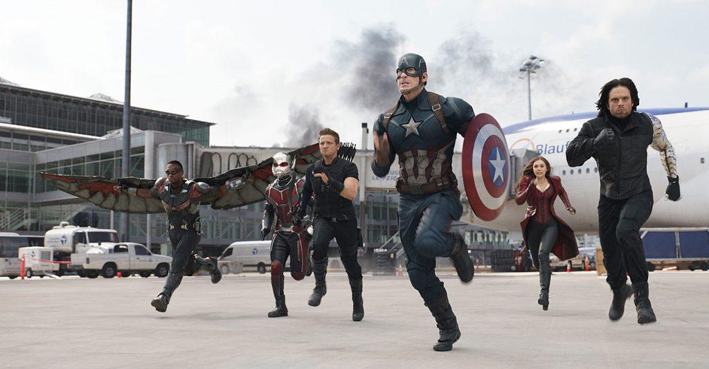 Битва в аэропорту — одна из лучших в супергеройском кино. Жаль, что она здесь такая одна