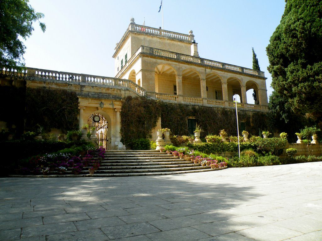 Вычурный дворец Сан-Антон на Мальте, где снимали Красный Замок в первом сезоне
