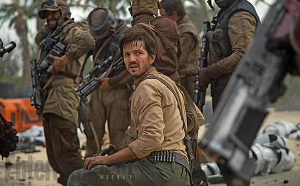 В персонале повстанческой базы и в составе отряда Джин Эрсо одни люди. То ли в галактике все другие расы уже в рабстве у Империи, то ли повстанцы тоже расисты