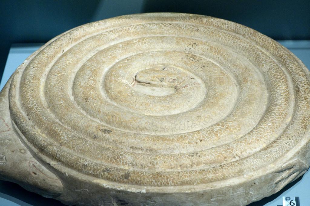 На самых древних «досках» для мехена нет разметки — божественная змея не простила бы такого святотатства