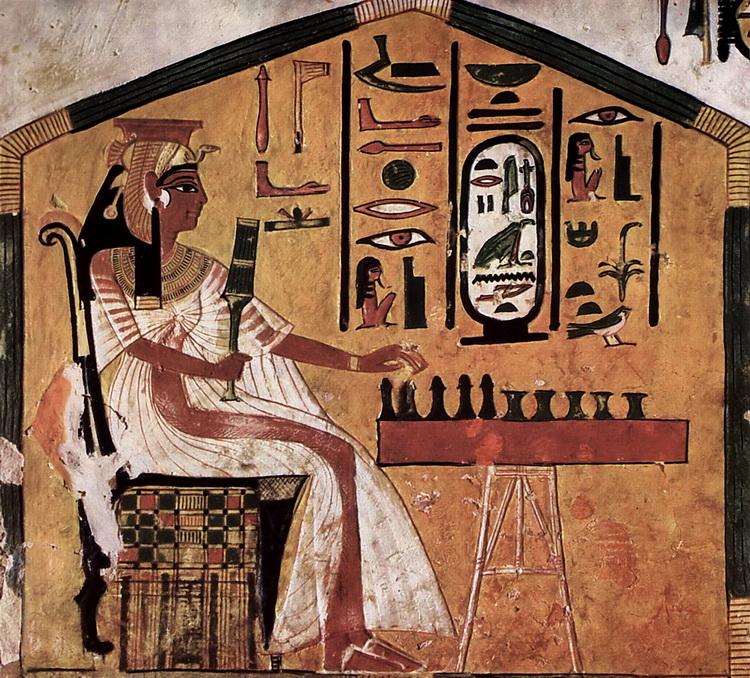 На этой фреске за игрой в сенет запечатлена египетская царица Нефертари