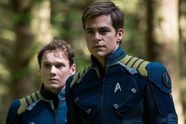 Anton-Yelchin-as-Chekov-Chris-Pine-as-Captain-Kirk-in-Star-Trek-Beyond[1]
