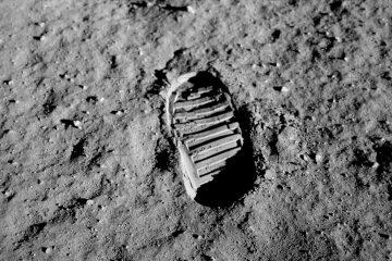 След на Луне. Аполлон-11